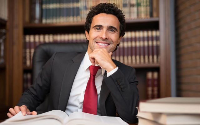 5 Reasons to Hire A Business Lawyer